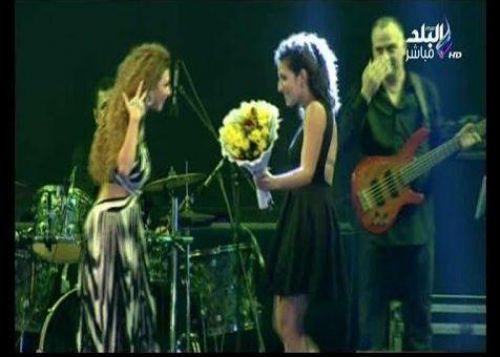 بالفيديو.. ميريام فارس لإحدى معجباتها: «إنتى مجنونة»