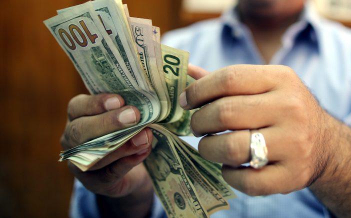 الدولار يسجل رقما قياسيا جديدا ويقفز إلى 17.95 جنيه بالبنوك تعاملات اليوم الأحد